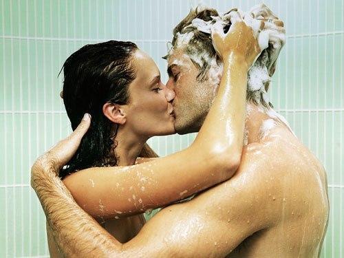Секс под струей воды
