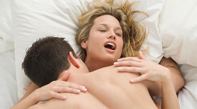Мужчина и женщина занимаются сексом, что может быть лучше